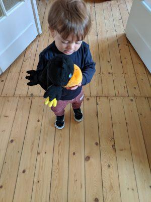 kinderspielzeug-handpuppe-rabe