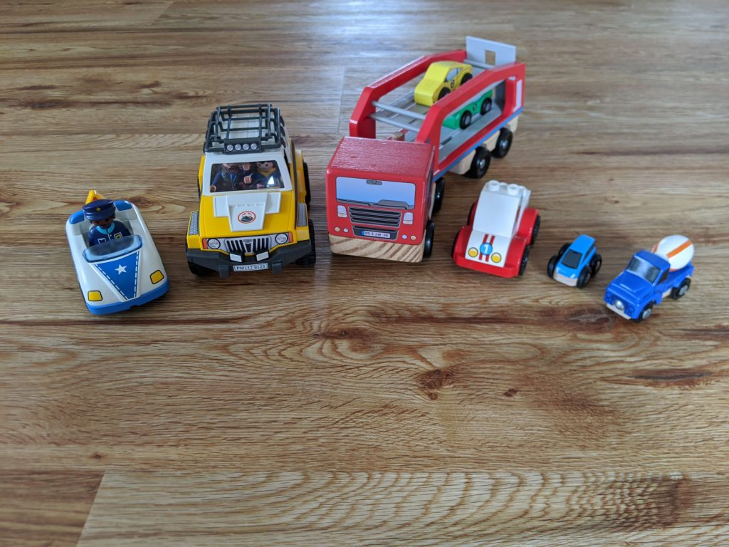 kinderspielzeug-ab-1-jahr-fahrzeuge