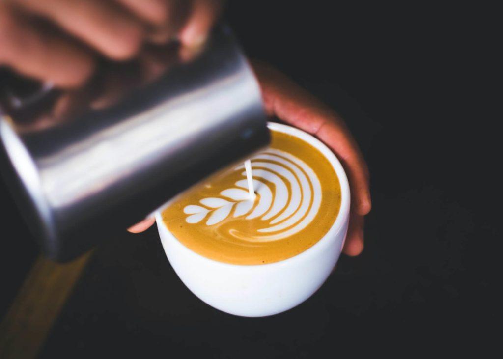 Kaffee in der Stillzeit – Header Grafik - Latte Art