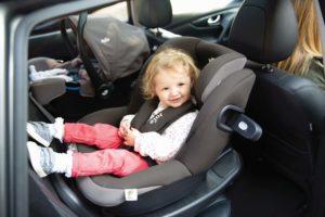 Reboarder Kindersitz für das Auto – Auto mit Babyschale und Reboarder 360°